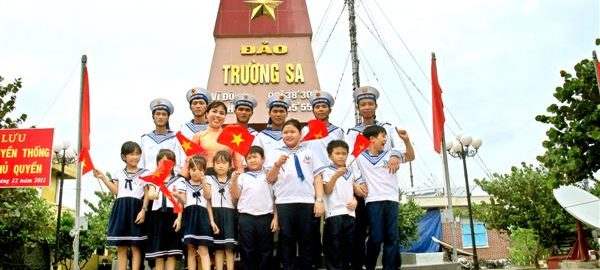 thieu-nhi-tham-truong-sa-qua-sach-28aef8